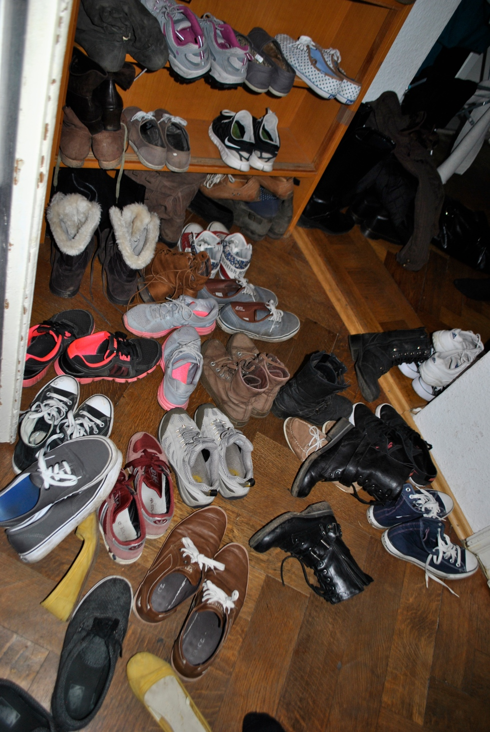 so many shoes
